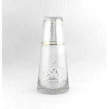 Picther de vidrio transparente y taza de vidrio con calcomanía dorada