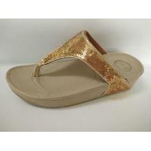 Zapatos dorados de las señoras, zapatillas del ocio