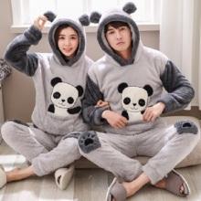 Pijama gris con estampados de panda