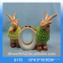 Lovely anillo de servilleta de papel de cerámica con estatuilla de cabra
