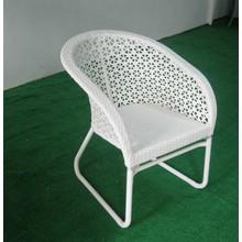 Chaise et table de rotin de meubles de jardin pour manger