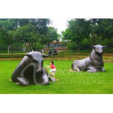 Decoração do jardim de metal artesanato touro estátua grandes esculturas de bronze ao ar livre