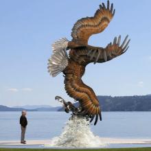 Esculturas de águia de bronze antigo
