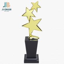 Troféu barato do metal dos troféus do ouro de três estrelas do costume de 27.5 * 10cm com base de madeira