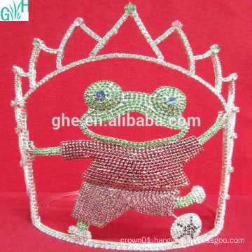 Lovely movement of the crown,plastic tiara crown