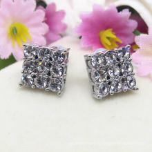 Pendientes de botón en forma de diamante de cristal de aleación de plata y metal