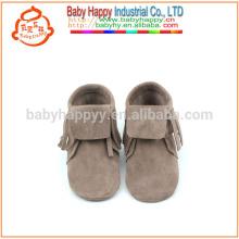 Chaussures de mode nouvelle conception de printemps mocassins en cuir souple en cuir bébé
