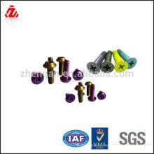 Diferentes tipos de perno de color anodizado