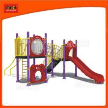 Детская площадка для детей на открытом воздухе для детей