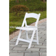 Chaise en plastique à l'extérieur
