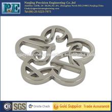 ISO 9001 passed custom cutout metal flower logo plate