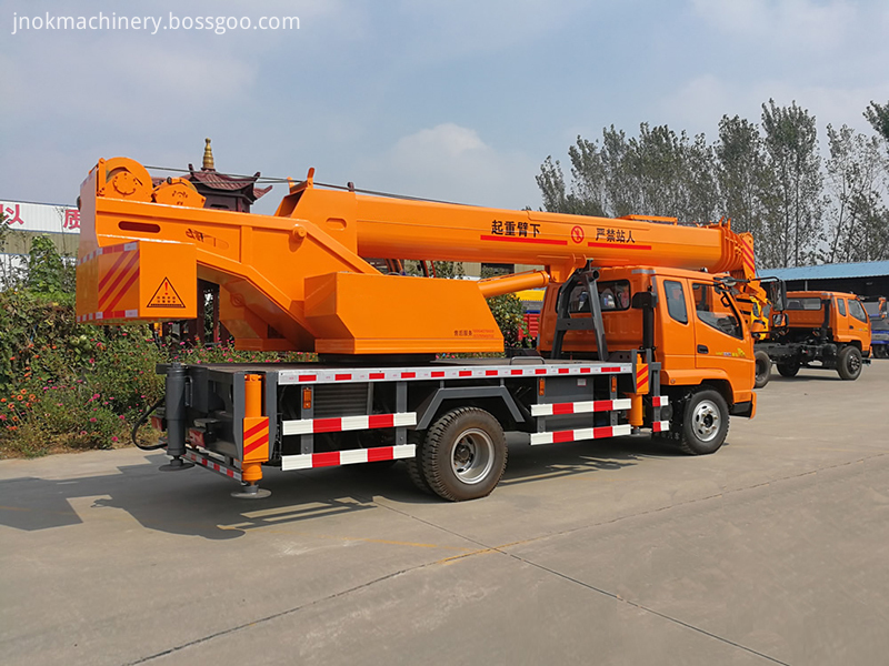 Small Crane Trucks
