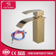Robinet cascade de salle de bain carrée plaqué or MK23605