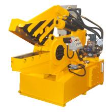 Mini-cisaille hydraulique robuste avec moteur triphasé.
