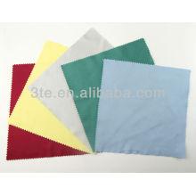 Tissu de nettoyage en microfibres à chaud