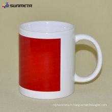 Tasse blanche de sublimation de 11 oz avec couleur de patch rouge Changement de Sunmeta à Yiwu