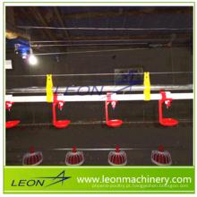 Equipamento de bebedouro automático série LEON com adaptador de alta qualidade para granjas