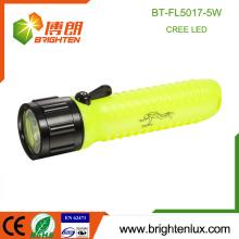 Fábrica Venta al por mayor ABS plástico 4AA batería 5watt emergencia buceo Cree llevó luz mejor brillante linterna barata
