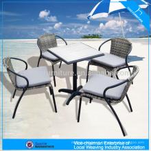 Mobília ao ar livre cadeira de vime sintético ps-conjunto de mesa de madeira
