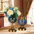 Старинные домашнего декора стеклянные вазы с металлическим основанием