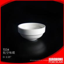 línea aérea de restaurante por mayor de utilizar plato pequeño de porcelana blanca