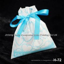 Запечатанная подарочная сумка с жестяной связкой