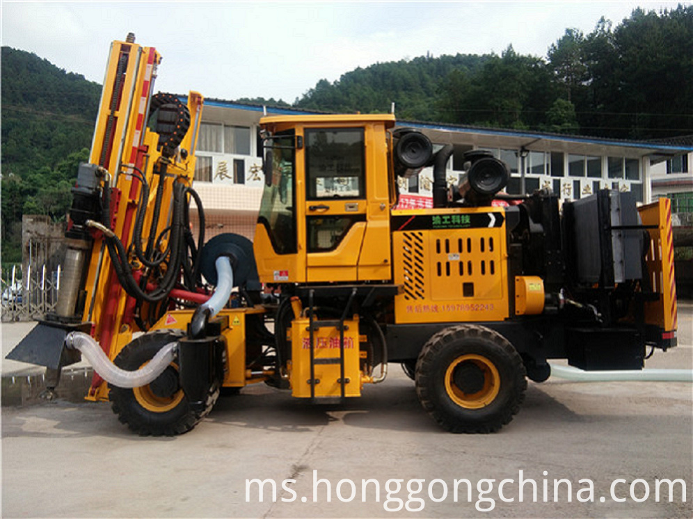 Wheeled Highway Guardrail Drilling Machine
