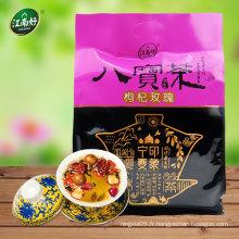 Le thé chinois à base de plantes présentes principalement du rosebud et du goji berry