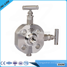 Float angle double block and bleed plug valve
