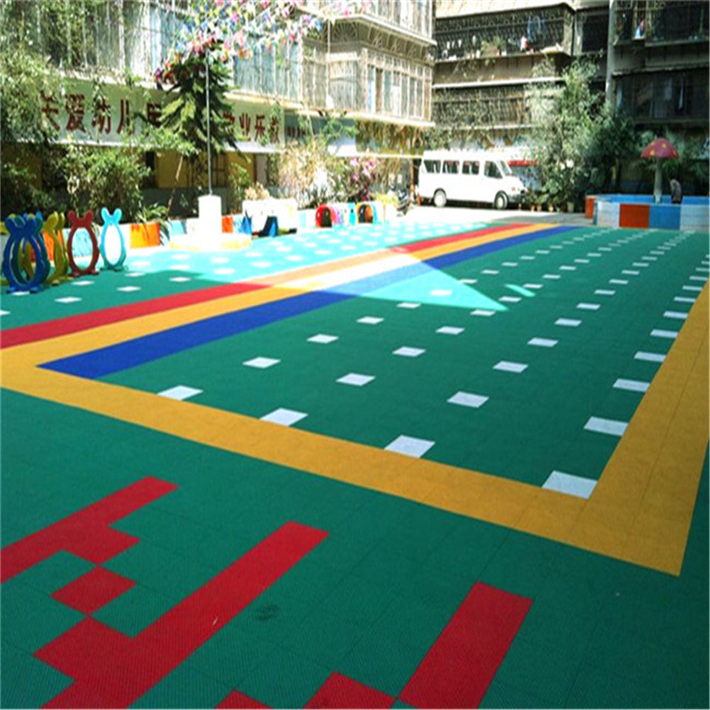 The interlocking base panels kindergarten floor