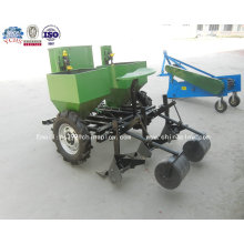 Мини-Трактор везет двухрядная картофелесажалка с заводского качества в сельскохозяйственных