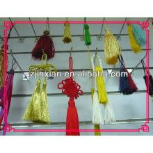 Красный кисточкой с китайский узел