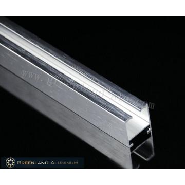 Vorhangschienenprofile aus Aluminium mit gebürsteter Silberfarbe