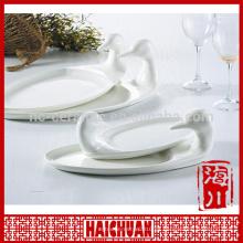 Plato de encaje de porcelana blanca