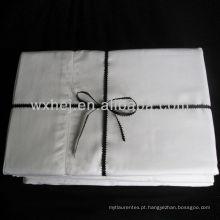 Lençóis de algodão de cor branca de luxo ou acetinado
