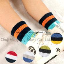 Moda e confortáveis duas listras desenhos das meias de algodão de rapazes de manguito