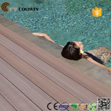 Plan de la casa del jardín piscina de goma al aire libre uso de cubierta