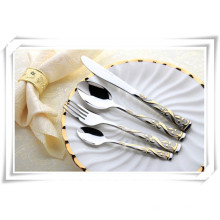 Couverts de luxe en acier inoxydable avec vaisselle en plaqué or pour restauration