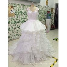 Vestido de novia de tul con vestido de cuello en V
