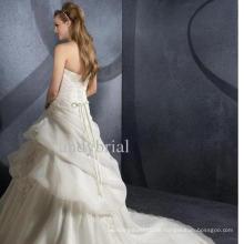 Weißes trägerloses Brautkleid