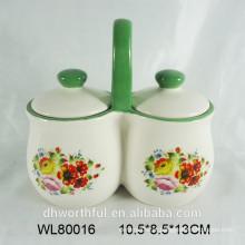 Frasco dos condimentos cerâmicos com decalque da flor