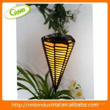 Lanterna solar com rattan de PVC
