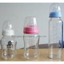 Стеклянные бутылки с молочной водой для детского питания