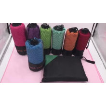 Amostra grátis fornecida venda quente microfibra camurça viagem esportes praia toalha com saco de rede