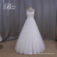 Simples vestido de noiva uma linha