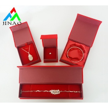 brincos anéis, colar e pulseira, caixas de embalagem