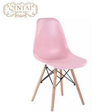 Preiswerter skandinavischer Großhandelsblick nordischer Stil hübscher Plastik- und Holzwohnzimmerrosa Stuhl