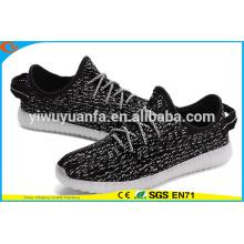Los nuevos zapatos populares de la zapatilla de deporte LED de la luz del diseño del producto se encienden para arriba para el regalo
