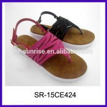 Zapatillas de deporte de las señoras de la PU de los deslizadores de lujo de los deslizadores de las nuevas de la manera del modelo diseñan las sandalias planas para las señoras