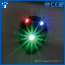 lapel pin fábrica China luz de esmalte suave personalizado LED parpadeo pin de solapa